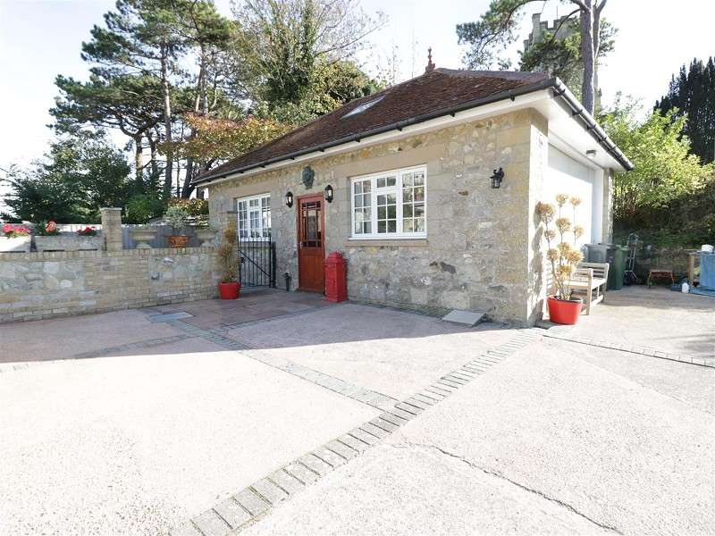 2 Bedrooms Detached Bungalow for sale in Marlborough Road, Ventnor, Isle Of Wight. PO38 1TE