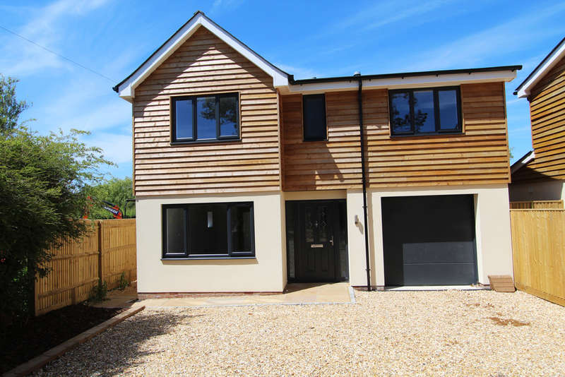 4 Bedrooms Detached House for sale in Denmead