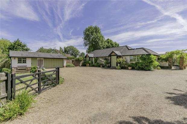 4 Bedrooms Detached House for sale in Oakley Green Road, Oakley Green, Windsor