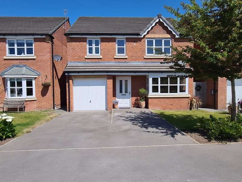 4 Bedrooms Detached House for sale in Thorncroft Avenue, Manchester, Greater Manchester, M29