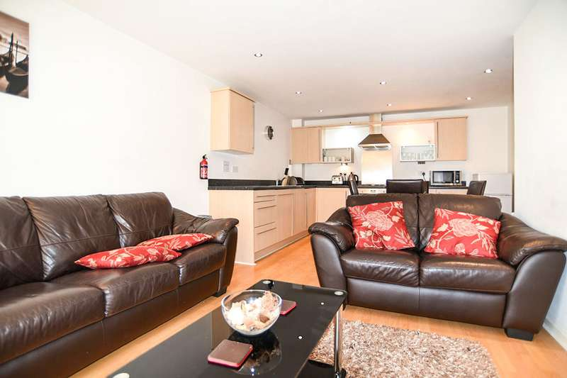 2 Bedrooms Apartment Flat for sale in Walker House, 6 Elmira Way, Salford, M5
