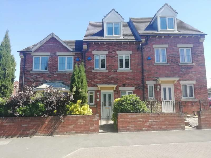 3 Bedrooms Town House for sale in Station Road, Doncaster, Lincolnshire, DN9