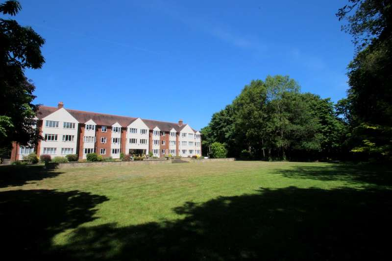 2 Bedrooms Flat for sale in Berechurch Hall, South Colchester