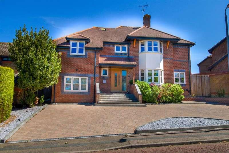 5 Bedrooms Detached House for sale in Reynard Copse, Highwoods, Colchester