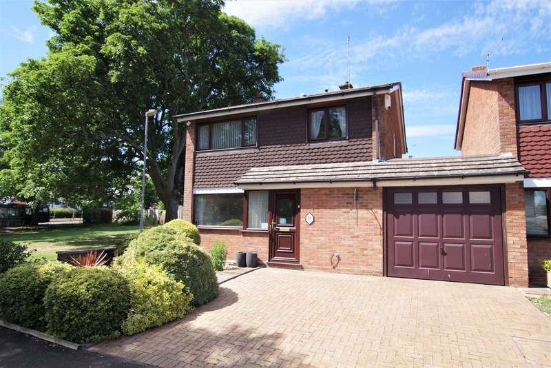 4 Bedrooms Semi Detached House for sale in Chartley Close, Parkside, Stafford