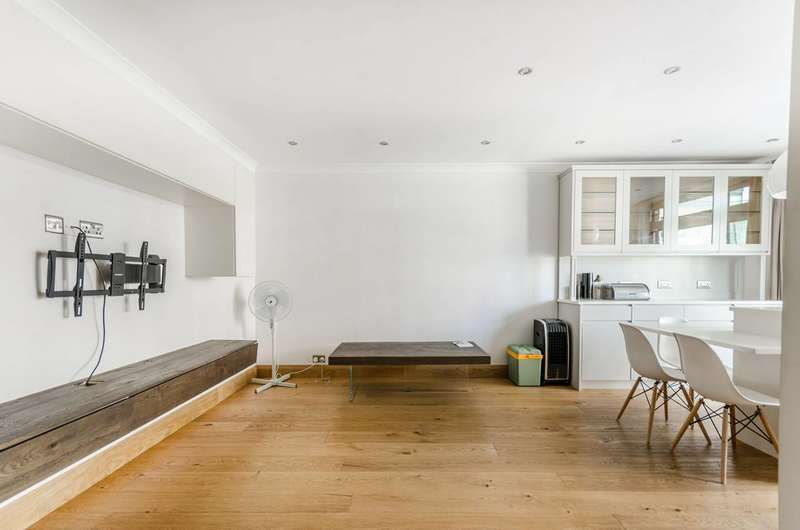 3 Bedrooms Flat for rent in Portman Square, Marylebone, W1H