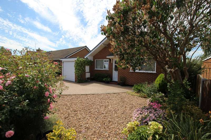 3 Bedrooms Detached Bungalow for sale in Buckingham Way, Byram, Knottingley, North Yorkshire, WF11