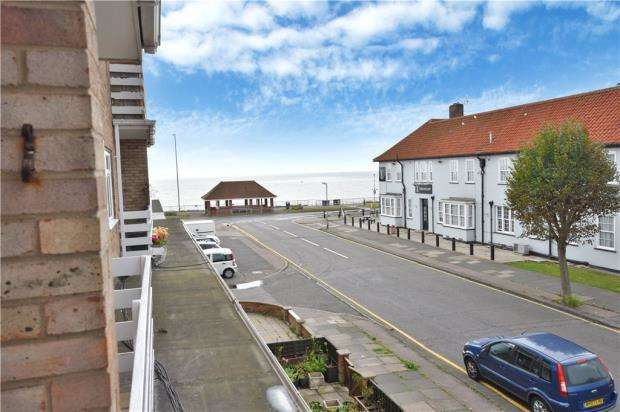 2 Bedrooms Apartment Flat for sale in Maplin Court, Kings Avenue, Hollan-On-Sea