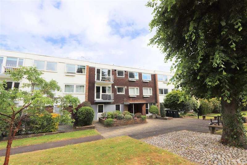 2 Bedrooms Flat for sale in Greenhills, High Road, Buckhurst Hill