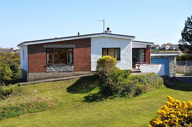 3 Bedrooms Detached Bungalow for sale in Lon Garreg Fawr, Trearddur Bay, Anglesey, LL65