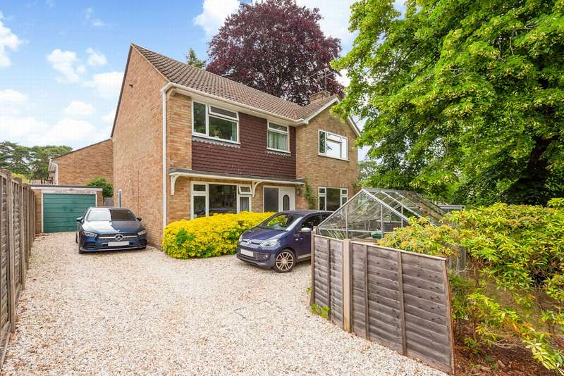 4 Bedrooms Detached House for sale in Church Road East, Farnborough, GU14