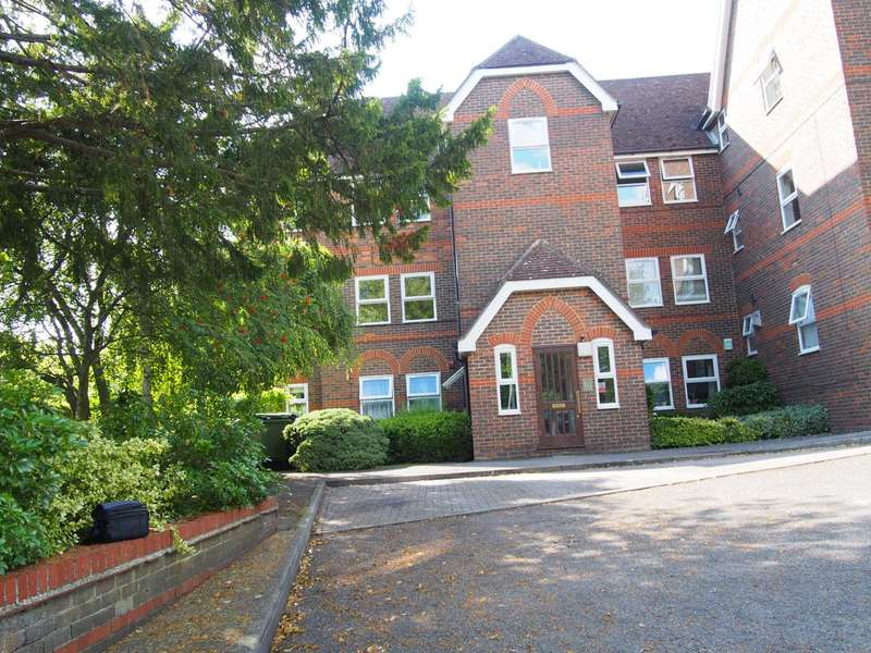 3 Bedrooms Flat for rent in Balmoral Court, High Wycombe