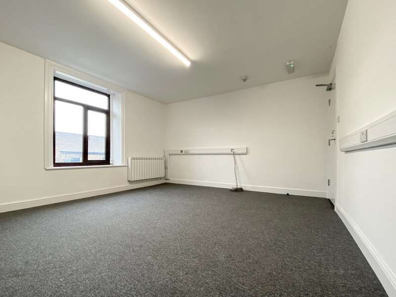 Property for rent in High Street West, Glossop, SK13