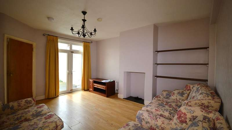 4 Bedrooms Property for rent in Hook Road, Surbiton KT6