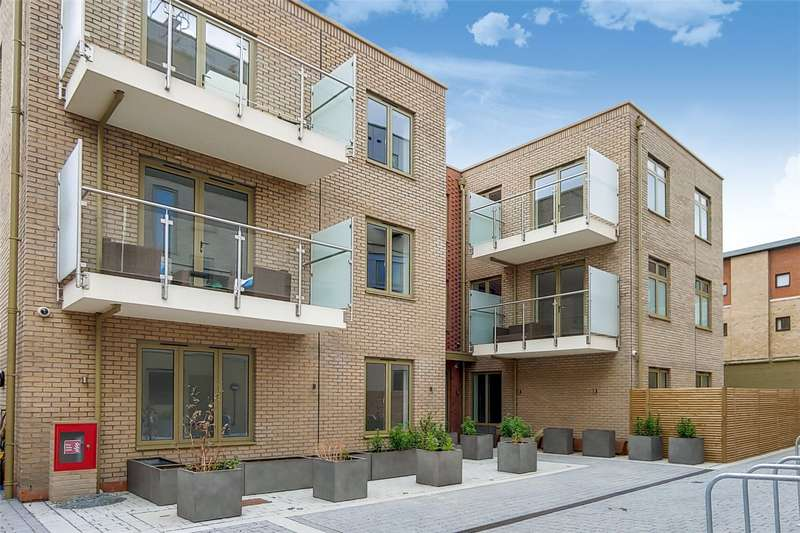 2 Bedrooms Flat for sale in Eric Street, London, E3