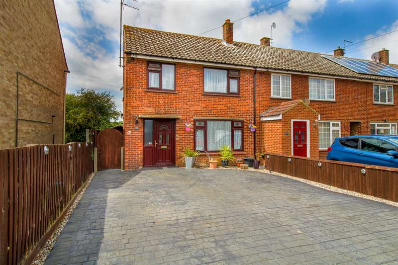 3 Bedrooms Semi Detached House for sale in Porters Close, Fordham Heath, Colchester, CO3