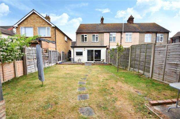 3 Bedrooms End Of Terrace House for sale in Warwick Road, Clacton On Sea, Essex