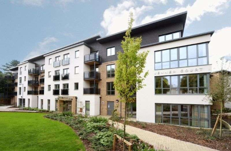1 Bedroom Property for sale in Jenner Court, Cheltenham **WONDERFUL APARTMENT WITH GARDEN VIEWS**