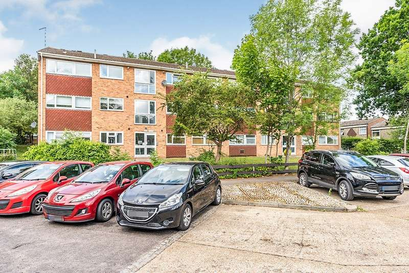 2 Bedrooms Apartment Flat for sale in Nares Road, Rainham, Kent, ME8
