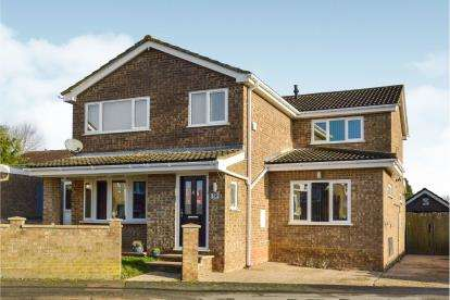 4 Bedrooms Detached House for sale in Ayr Way, Bletchley, Milton Keynes, Buckinghamshire