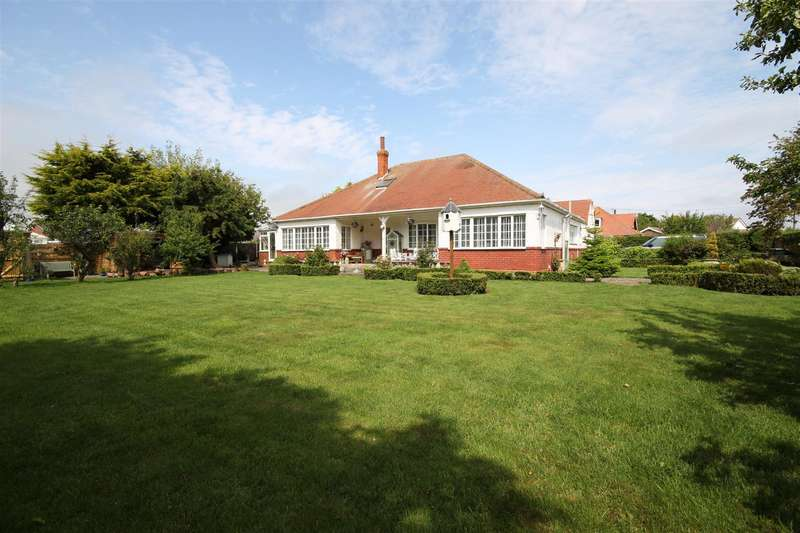 4 Bedrooms Detached Bungalow for sale in Grove Road, Sutton-On-Sea