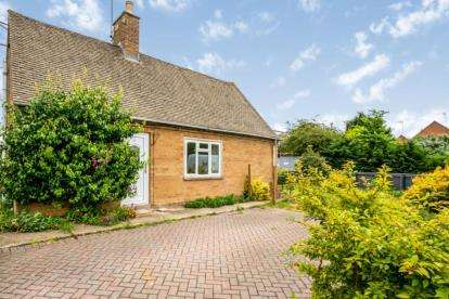 2 Bedrooms Bungalow for sale in The Bungalows, Stow Road, Moreton-in-Marsh
