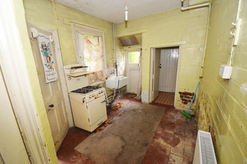 2 Bedrooms Terraced House for sale in 138 Fosse Road North, Leicester, Leicestershire