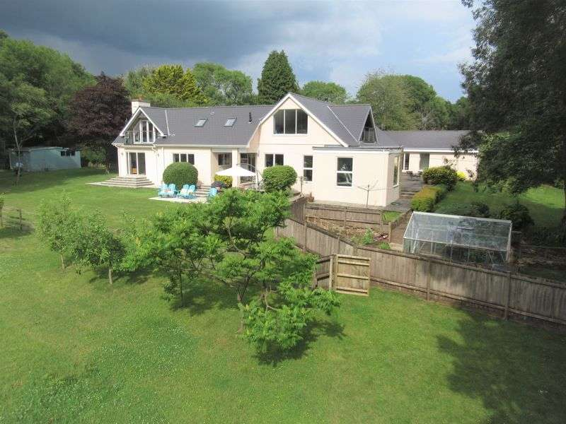 7 Bedrooms Property for sale in Low Fell, City, Nr Cowbridge, The Vale of Glamorgan