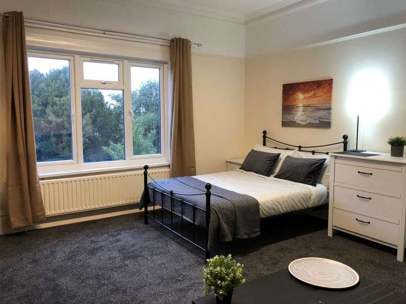 1 Bedroom Flat Share for rent in Room 4, Epsom Road, Town Centre
