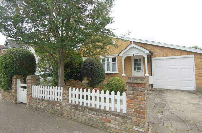 3 Bedrooms Detached House for sale in Hampton