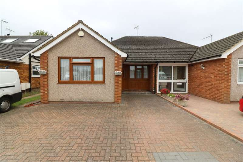 3 Bedrooms Semi Detached Bungalow for rent in Winton Drive, Cheshunt, Waltham Cross, Hertfordshire