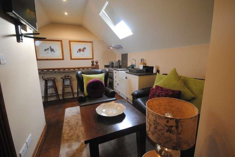 2 Bedrooms Flat for rent in Brighton Road, Shermanbury