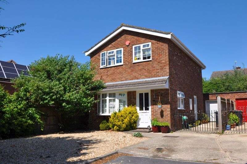 3 Bedrooms Property for sale in Leigh Close, Andover