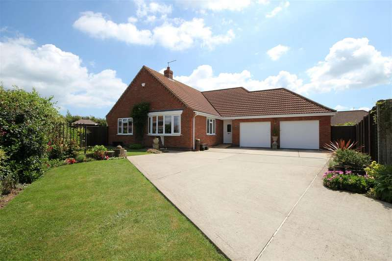 4 Bedrooms Detached Bungalow for sale in Henshaw Avenue, Sutton-On-Sea, Mablethorpe