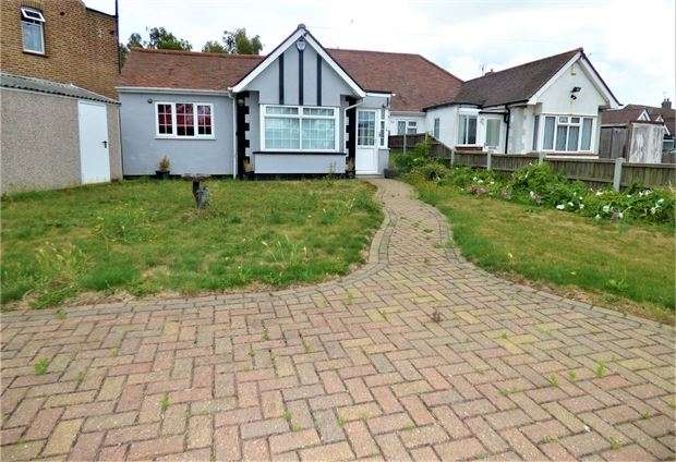 2 Bedrooms Semi Detached Bungalow for sale in Prittlewell Chase, Westcliff on sea, Westcliff on sea, Essex. SS0 0RR