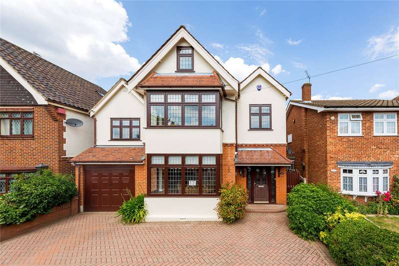 4 Bedrooms Detached House for sale in Walden Road, Hornchurch, RM11