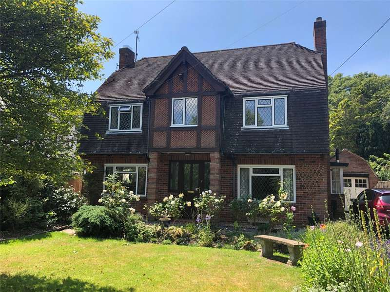 3 Bedrooms Detached House for sale in The Fairway, Devizes, Wiltshire, SN10