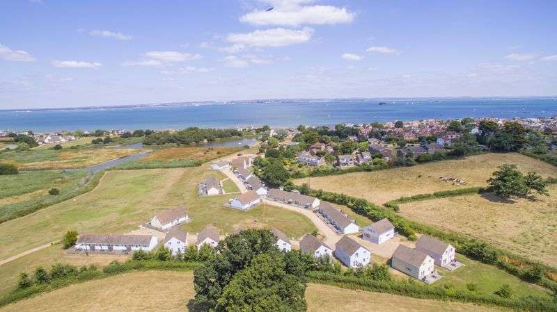2 Bedrooms Property for sale in SALTERNS VILLAGE, SEAVIEW