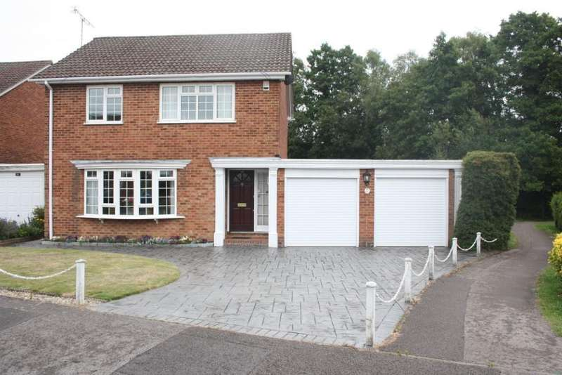 4 Bedrooms Detached House for sale in Hazel Drive, Woodley, Reading, RG5