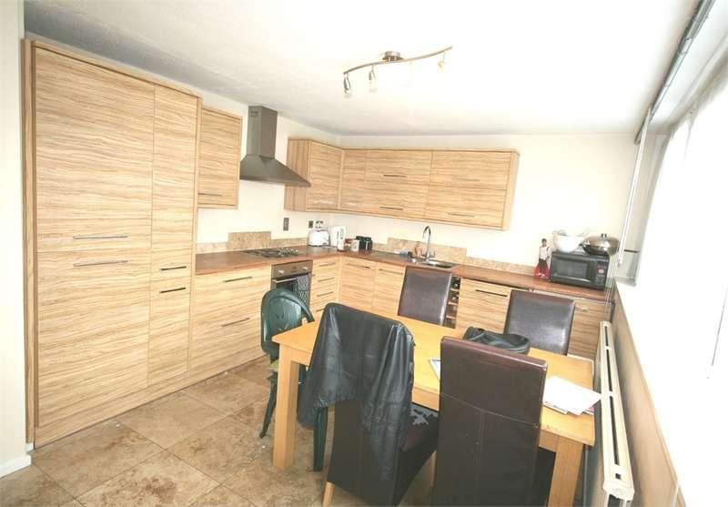 4 Bedrooms Maisonette Flat for rent in Wentworth Crescent, Peckham
