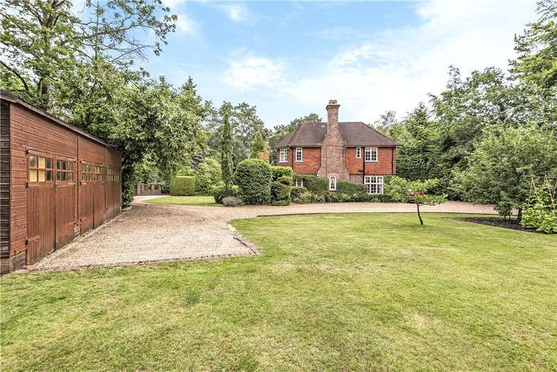 5 Bedrooms Detached House for sale in Falmouth Close, Camberley, Surrey, GU15