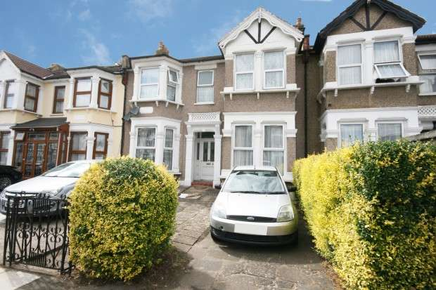 1 Bedroom Flat for sale in De Vere Gardens, Ilford, IG1