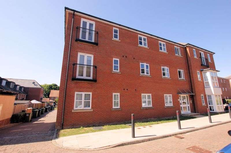 2 Bedrooms Property for sale in Consort Mews, Knowle, PO17