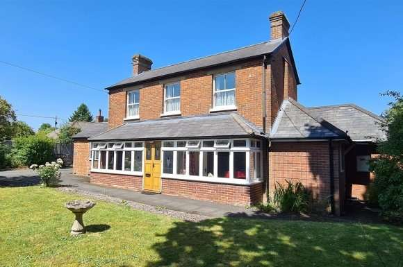 4 Bedrooms Property for sale in Main Road, Tadley