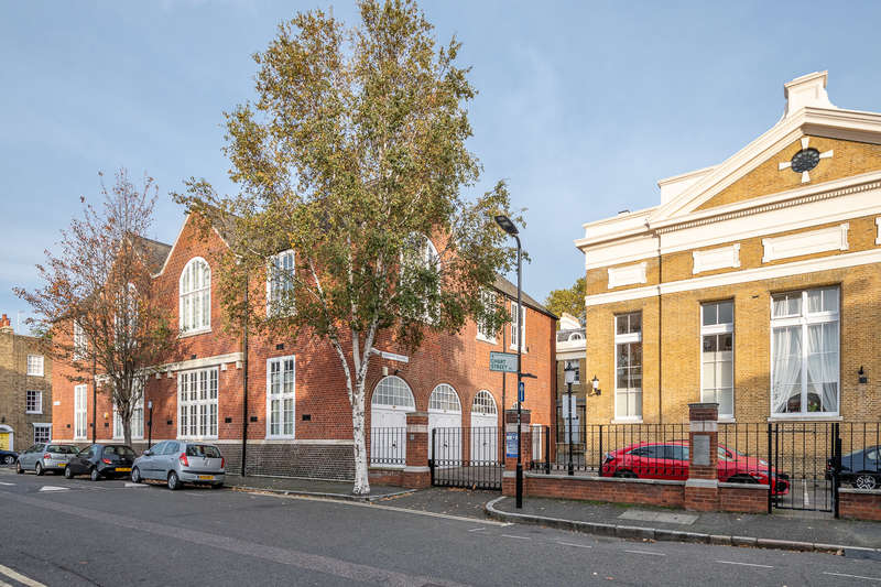 3 Bedrooms Flat for sale in Hoffman Square, Chart Street, London
