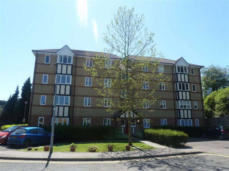 2 Bedrooms Flat for rent in Woodland Grove, Epping