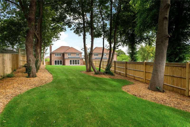 5 Bedrooms Detached House for sale in Ham Manor Private Estate, West Drive, Angmering, West Sussex, BN16