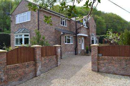 4 Bedrooms Detached House for sale in Singrett Hill, Llay, Wrexham, Wrecsam, LL12