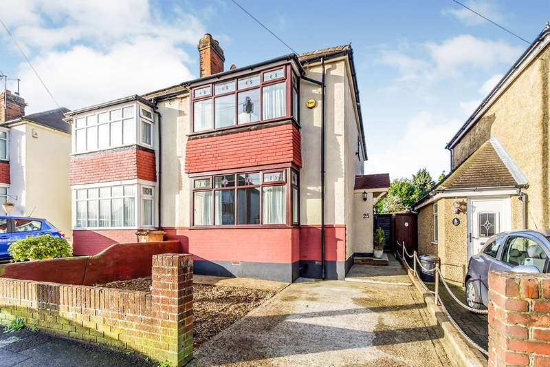 3 Bedrooms Semi Detached House for sale in Haig Avenue, Rochester, Kent, ME1
