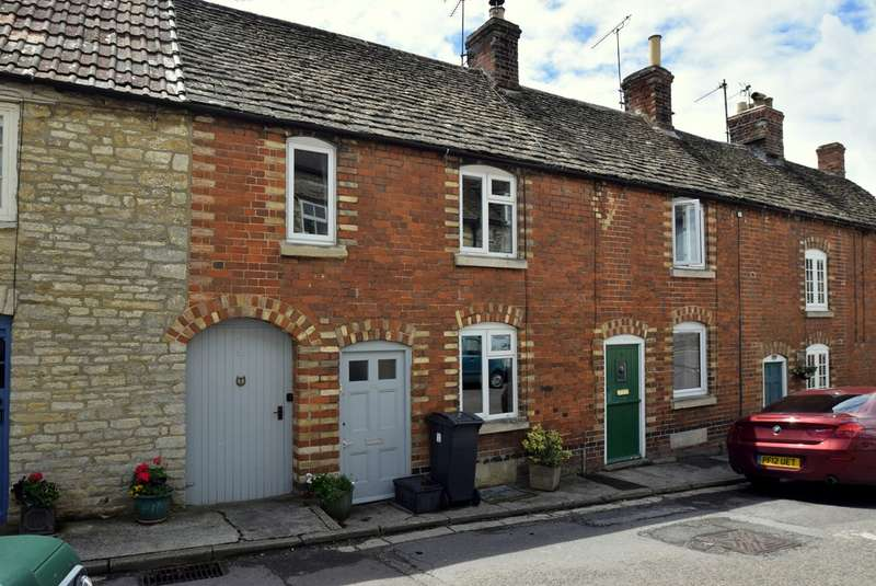 2 Bedrooms Terraced House for sale in West Street, Tetbury, GL8